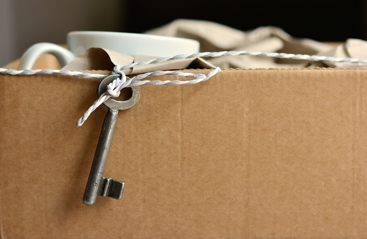 cardboard box with key attached for moving home